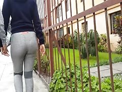 SEXY LEGGINS WALKING